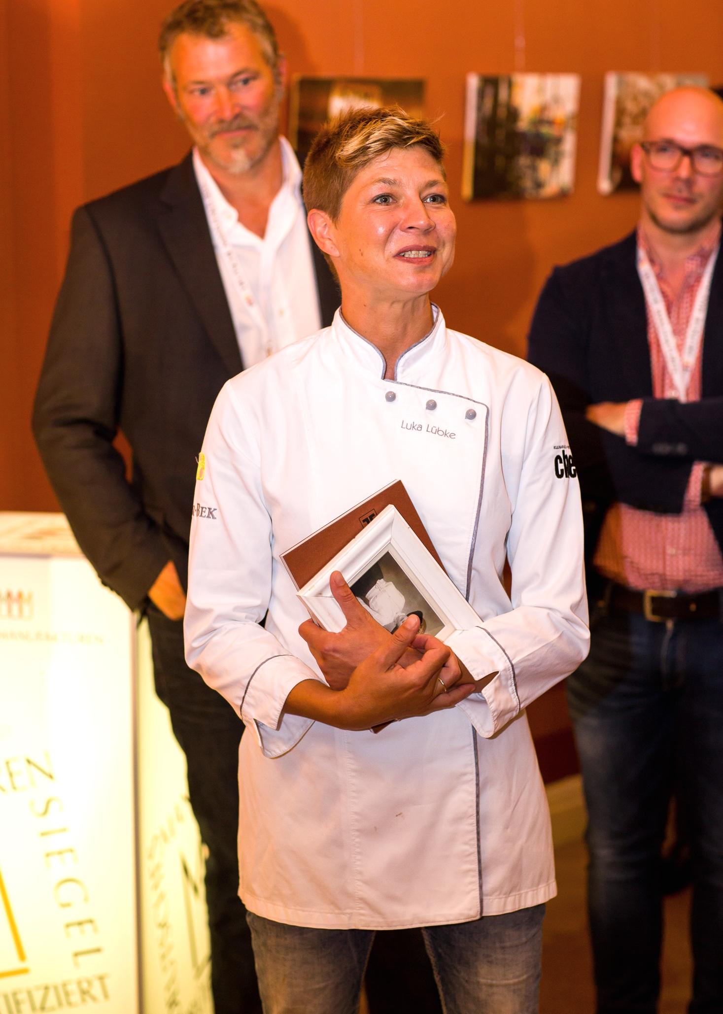 Manufakturen-Blog: Luka Lübke redet über ihre Küche und ihre Ansichten zum Essen und Kochen auf dem 3. Manufakturen-Dinner in Bremen (Foto: Christian Arne de Groot)