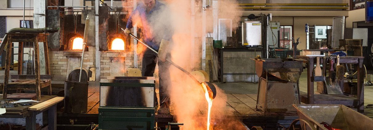 Das 10. Zukunftsforum Deutsche Manufakturen findet in der Glasmanufaktur von Poschinger in Frauenau statt (Foto: Poschinger)