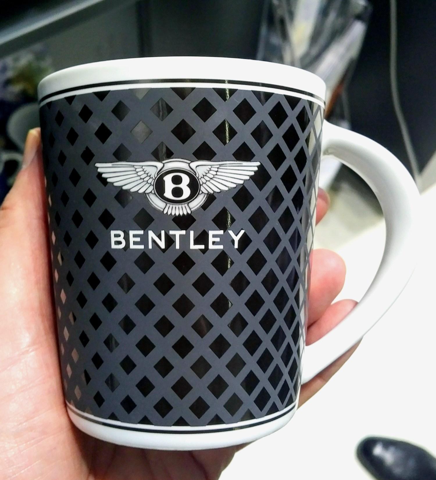 Manufakturen Blog Koenitz Porzellan Becher Bentley Karbon Optik Foto Wigmar Bressel