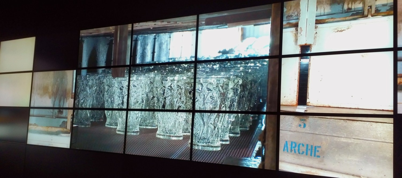 Manufakturen-Blog: Bildschirminstallation im Musée Lalique - im Glühofen wird das Glas heruntergekühlt (Foto: Wigmar Bressel)