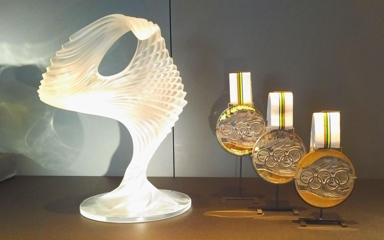 Manufakturen-Blog: Marie-Claude Laliques Skulptur von 1988 und ihre Medaillen für die Olympischen Spiele 1992 im Museum in Wingen-sur-Moder_Foto_Wigmar_Bressel