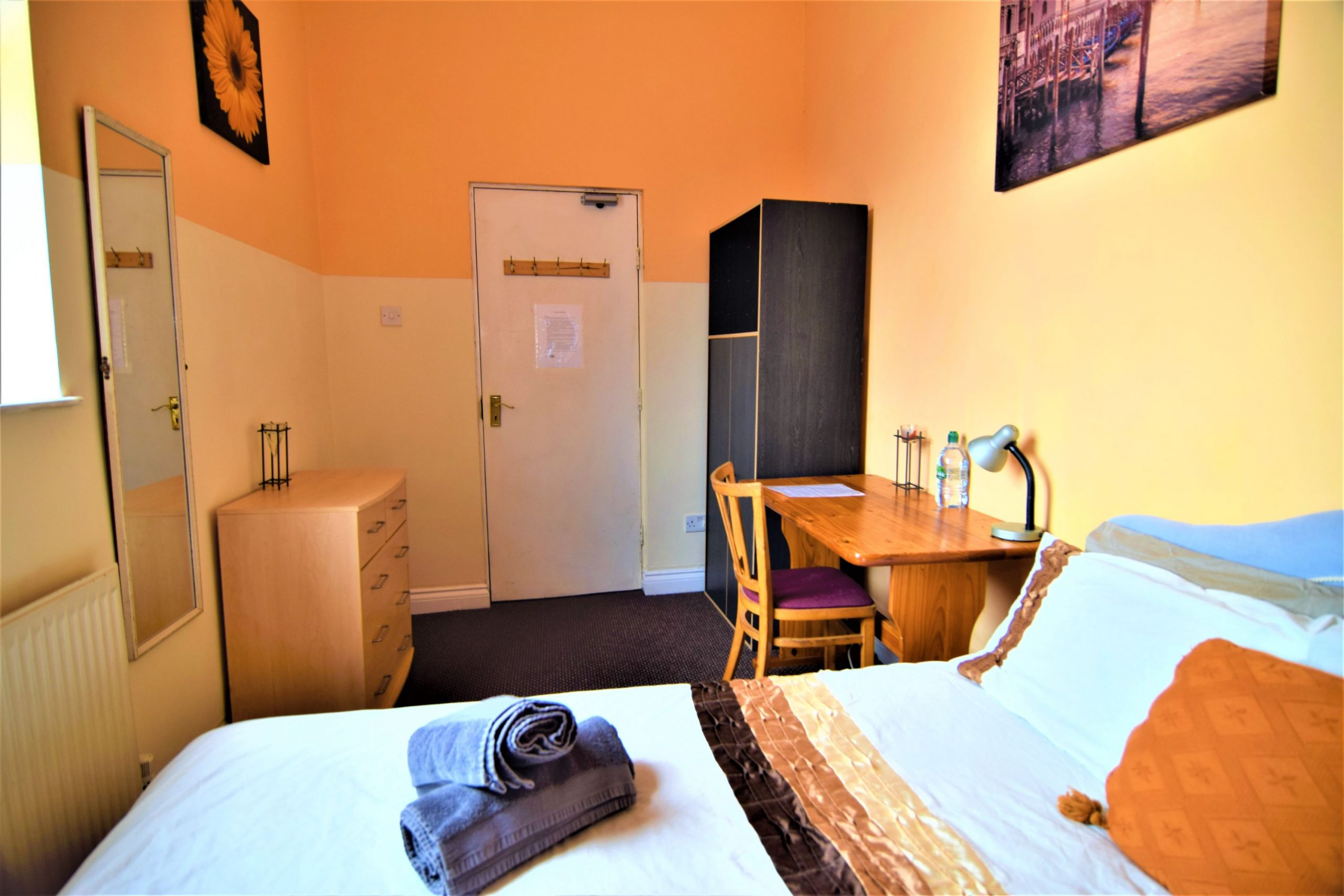downstairs-1-private-rooms-shared-apartments-manus-place-3