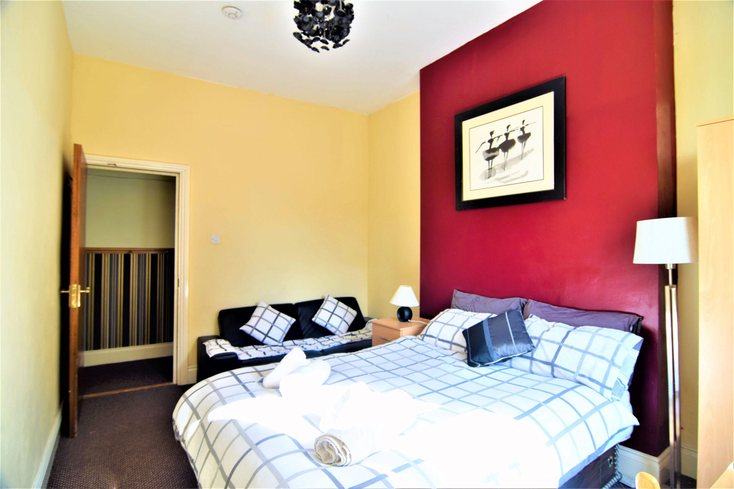 upstairs-4-triple-room-manus-place-1
