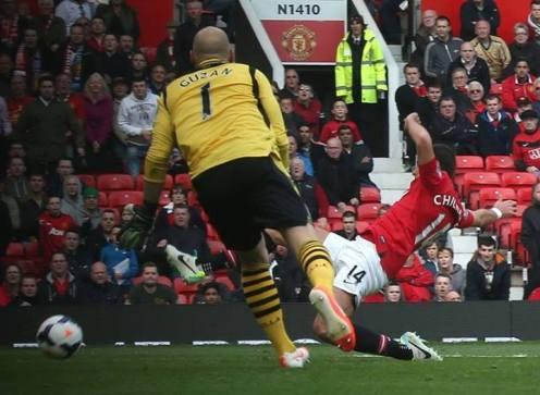 Chicharito scoring the fourth against Aston Villa