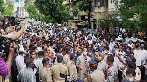 पुलिस के साथ मारपीट का मामला शिवसेना विधायक वैभव नाईक सहित शिवसेना व भाजपा के 40 से अधिक कार्यकर्ताओं के विरुद्ध दर्ज