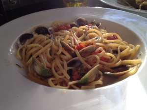 Linguine con Vongole e Pomodorini, Linguine with clams and cherry tomatoes, seafood pasta, shellfish pasta, seafood linguine