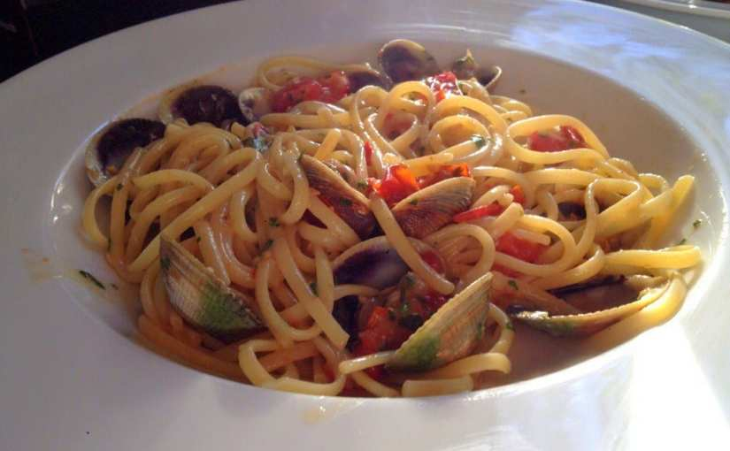 Linguine with Clams and Cherry Tomatoes (Linguine con Vongole e Pomodosrini) Recipe, Seafood dishes with clams, seafood vongole pasta