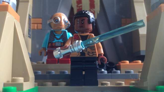 LEGO Star Wars- Battle on Takodana (75139) Maz Kanata and Finn with lightsaber