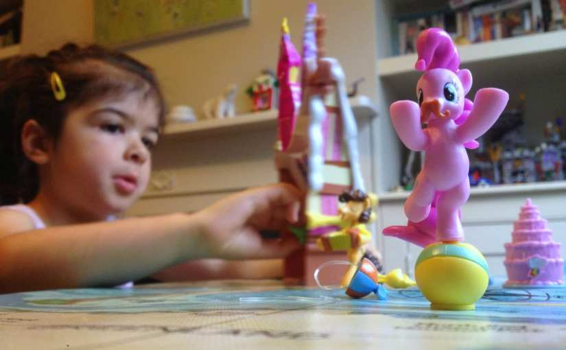 My Little Pony Friendship is Magic: Sugarcube Corner toy review