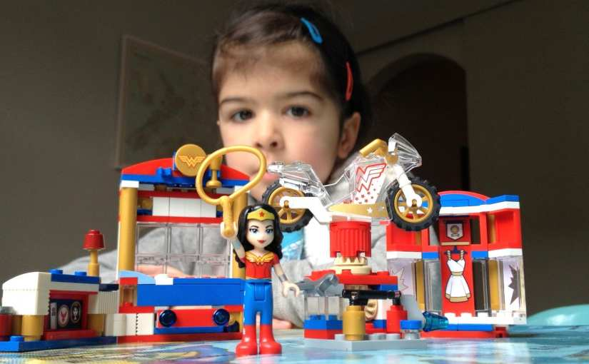 DC Super Hero Girls LEGO Wonder Woman Dorm Set (41235) review