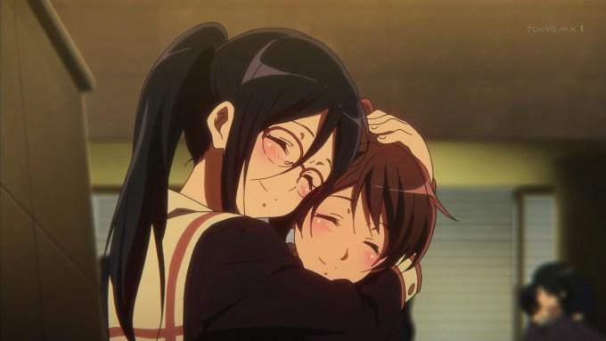 久美子を抱きしめるあすか先輩(第12話画像)