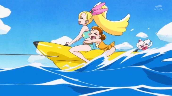 バナナボートに乗るシエルとひまり