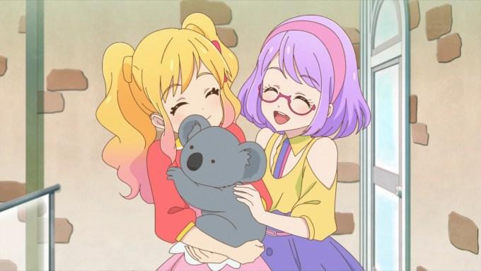 コアラを抱く虹野ゆめと七倉小春