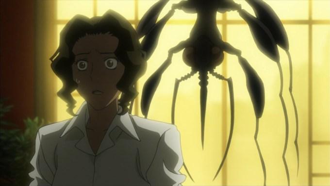 アニラの背後に虫