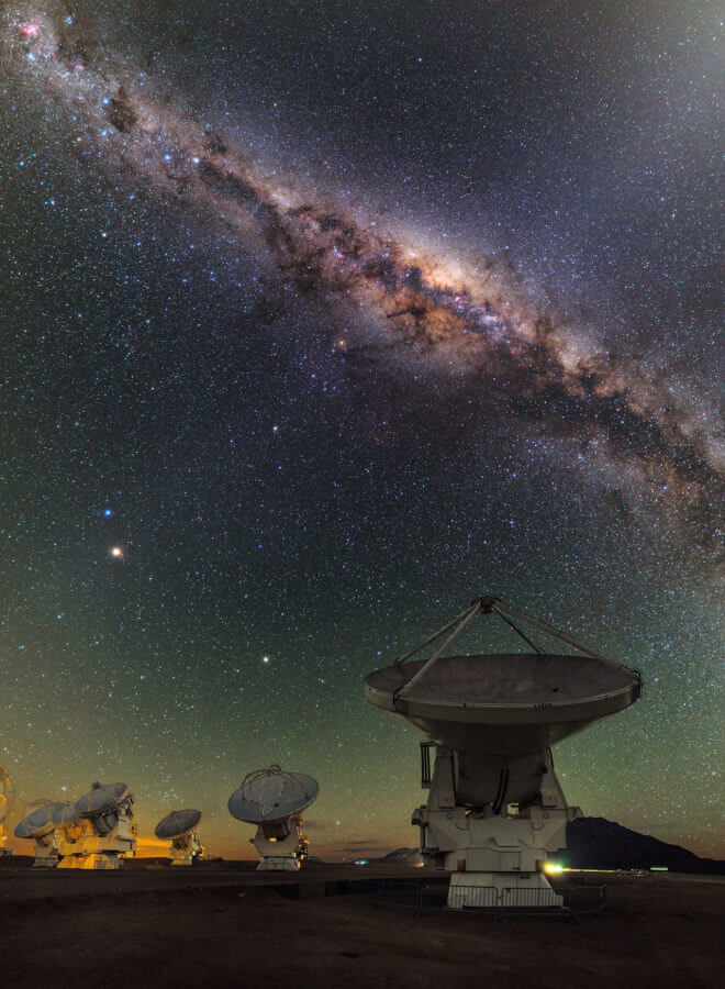 This view shows several of the ALMA antennas and the central regions of the Milky Way above. In this wide field view, the zodiacal light is seen upper right and at lower left Mars is seen. Saturn is a bit higher in the sky towards the centre of the image. The image was taken during the ESO Ultra HD (UHD) Expedition.