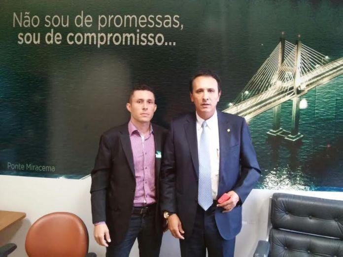 Fabio Gonçalves ao lado do deputado federal, Carlos Henrique Gaguim.