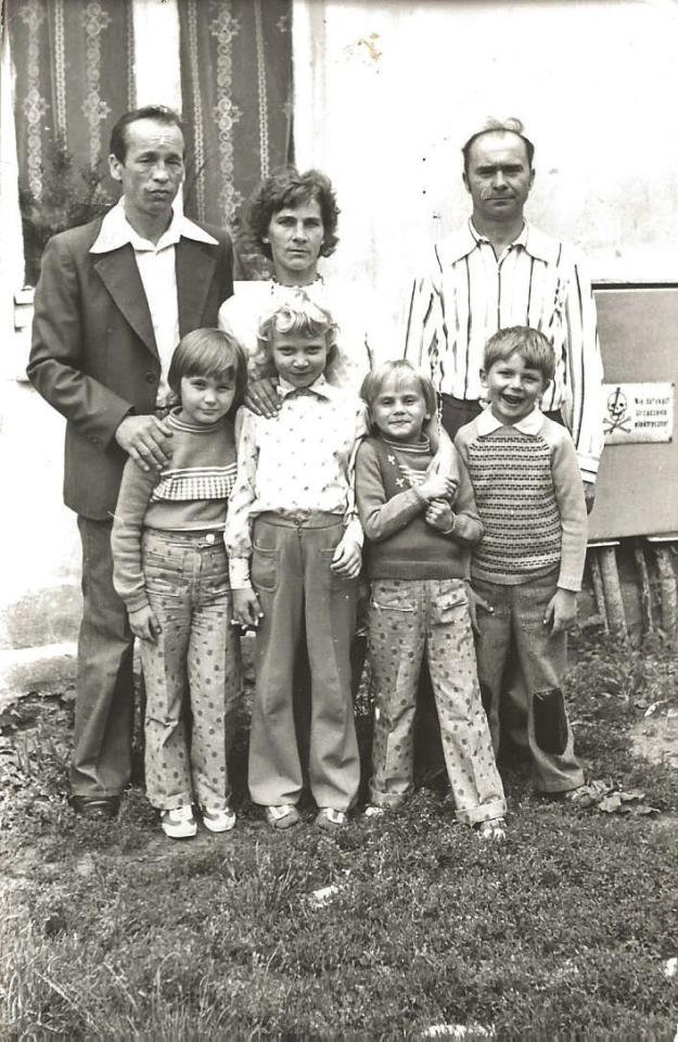 Danuta i Bronisław Jaster z córkami: Katarzyną i Małgorzatą.