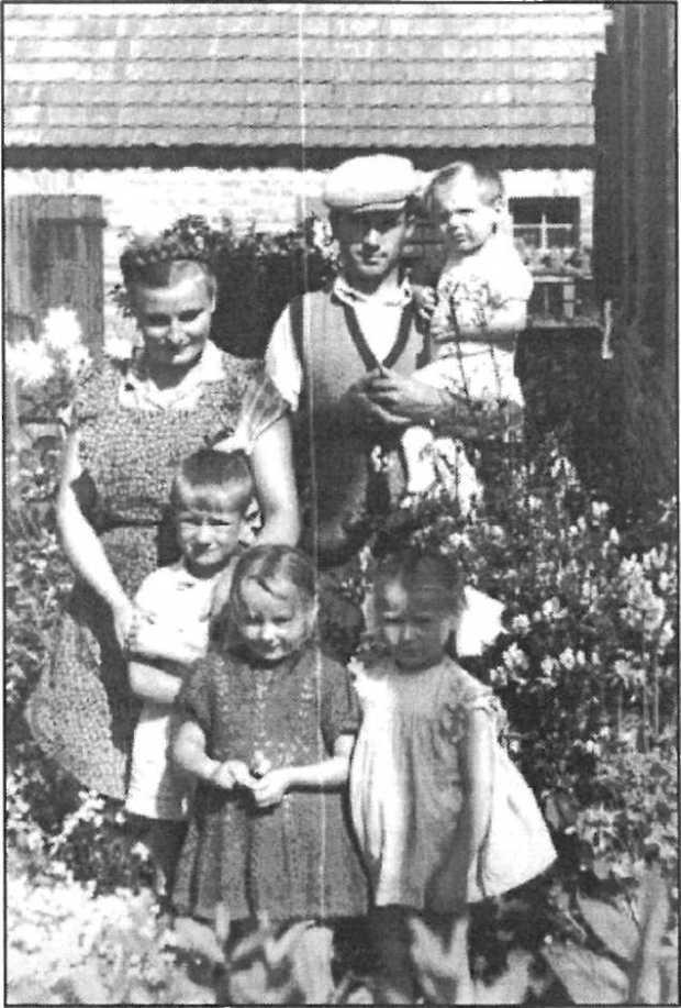 Pani Aniela z mężem i dziećmi