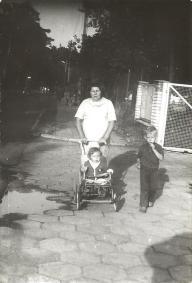 Józefa Janik z wnukami