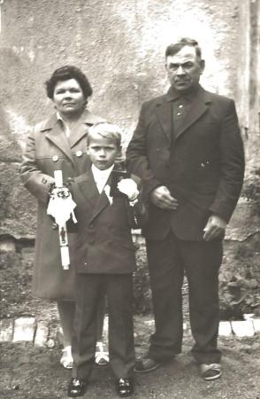 Łeba, Leokadia i Józef Szot z synem Jerzym - I Komunia św.