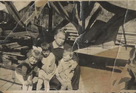 Aleksander Raudo z dziećmi