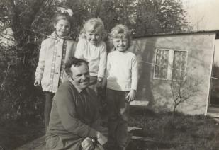 Józef Wincewicz z wnuczkami