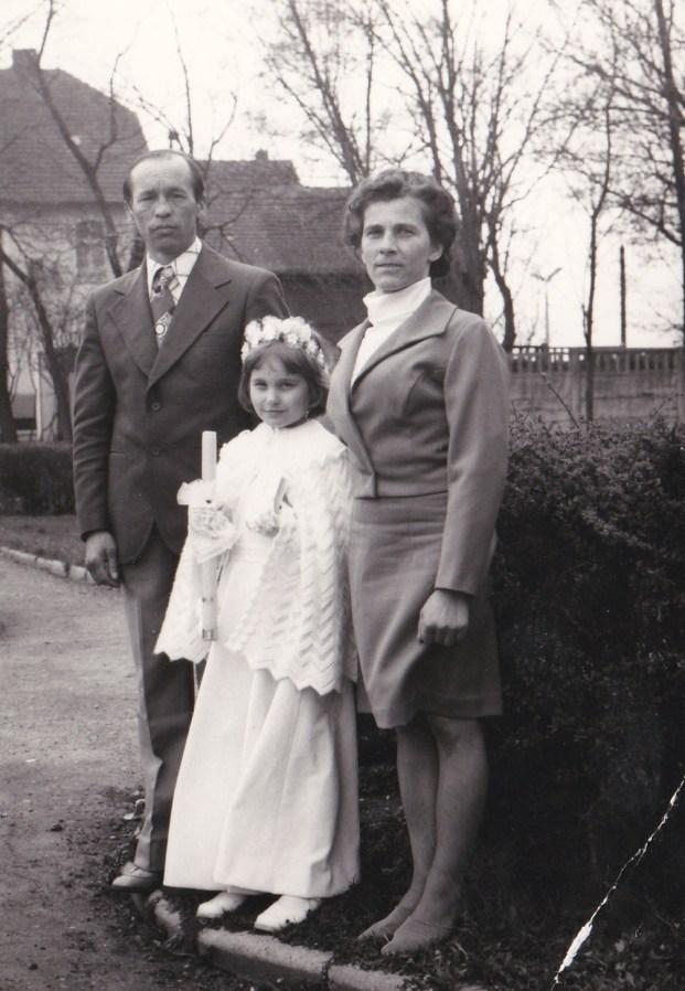 Danuta i Bronisław Jasterowie z córką Katarzyną