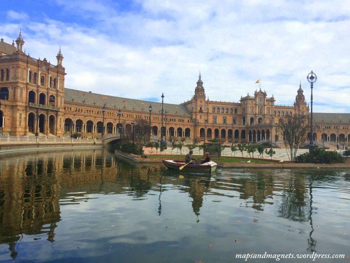 plaza-espana-seville-boats