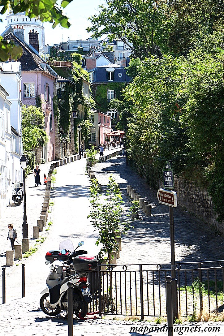 hill-walking-path-montmartre-paris
