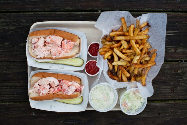 Days Lobster Roll Yarmouth