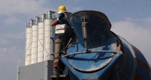 Phụ gia phục hồi bê tông từ máy trộn/xe bồn, tháo dỡ ván khuôn, bảo dưỡng bề mặt bê tông