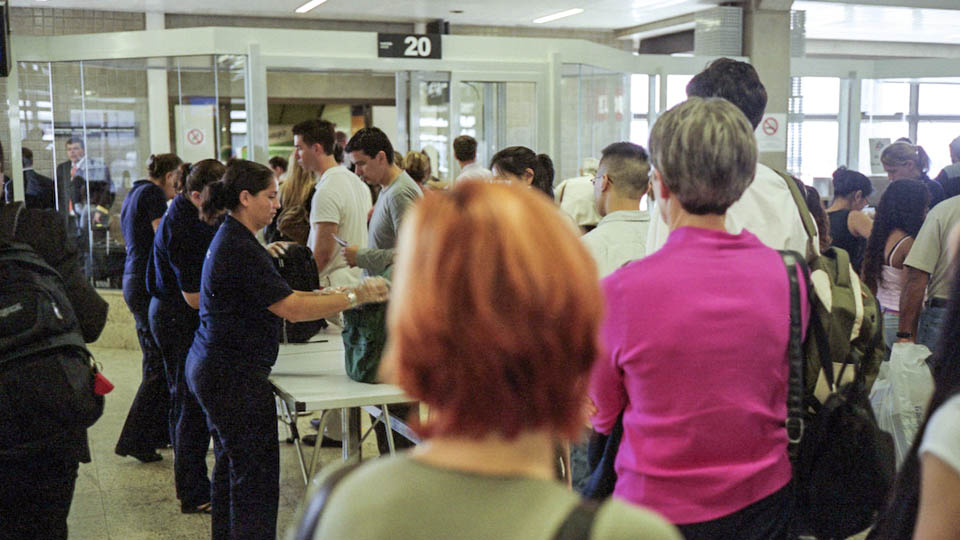 This Is an Airport Screening Courtesy PSA via @maphappy
