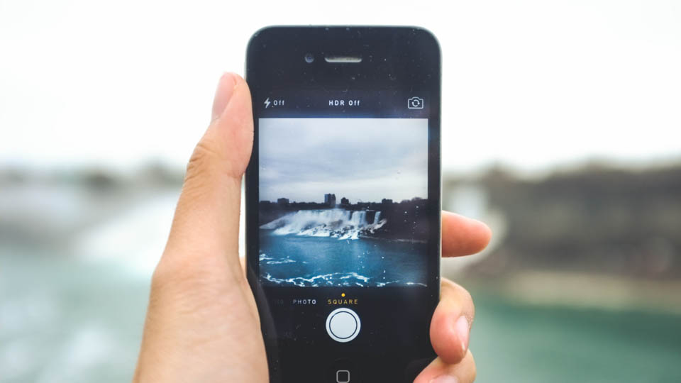 Poll: What Kind of Camera Do You Like To Take While Traveling? via @maphappy