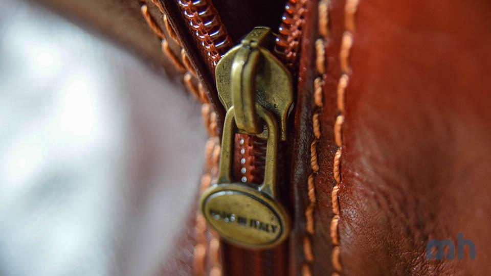 A closer look at the zipper and plastic teeth.
