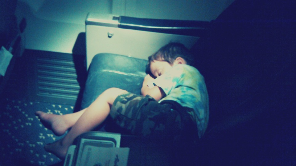 Best Ways to Fall Asleep on a Plane? Crab Position, Of Course via @maphappy