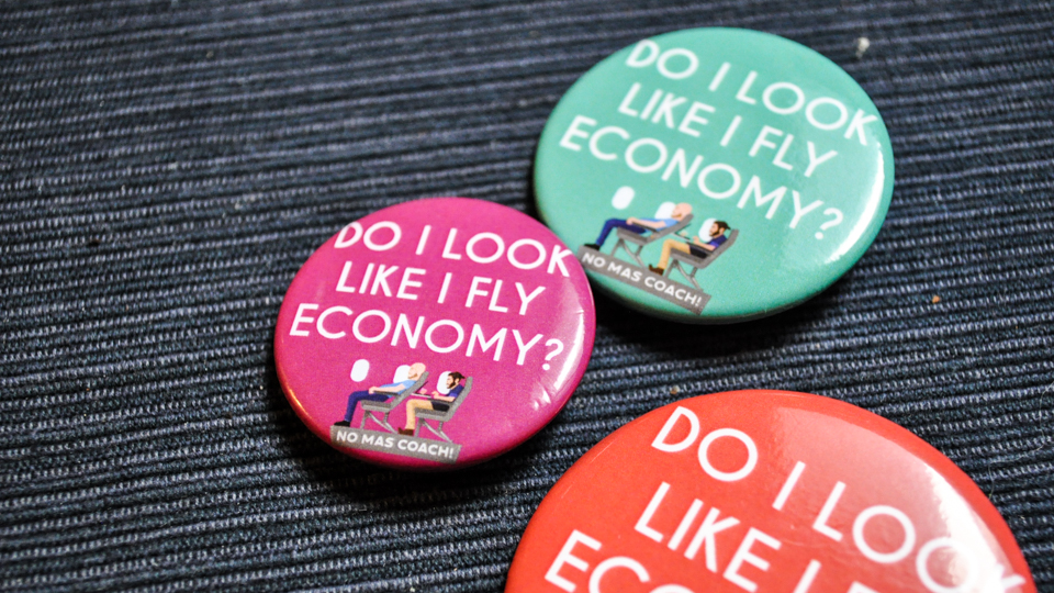 SHOP: These No Mas Coach! Buttons Might Score You a Flight Upgrade via @maphappy