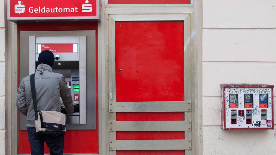How To Use a Friend as an ATM Machine via @maphappy