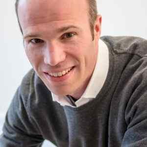 Portrait professionnel de chef d'entreprise souriant et détendu