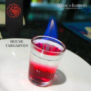 Targaryen Conhecidos por dominar os dragões e serem tolerantes ao calor, os Targaryen são muito bem representados por esse drink: um pequeno shot de Rum Claro e Forte com toque de Groselha. Deve ser tomado com a chama ainda acesa. Somente para os não-queimados.