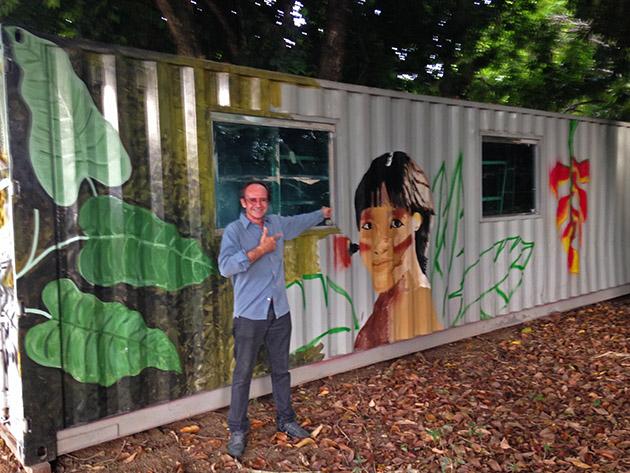 Professor cria biblioteca comunitária em Manaus