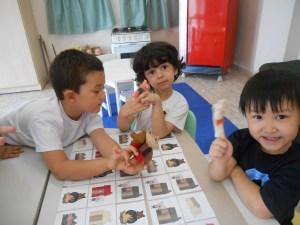 3 little pigs puppetsDSCN1406