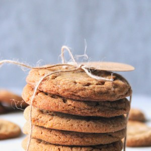 Soft and chewy ginger molasses cookies - your perfect holiday cookie! | mapleetchocolat.com