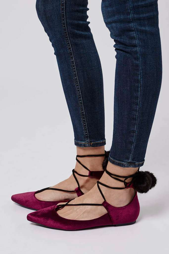 FINEST Pom-Pom Velvet Ghillies. De venta en TOP SHOP