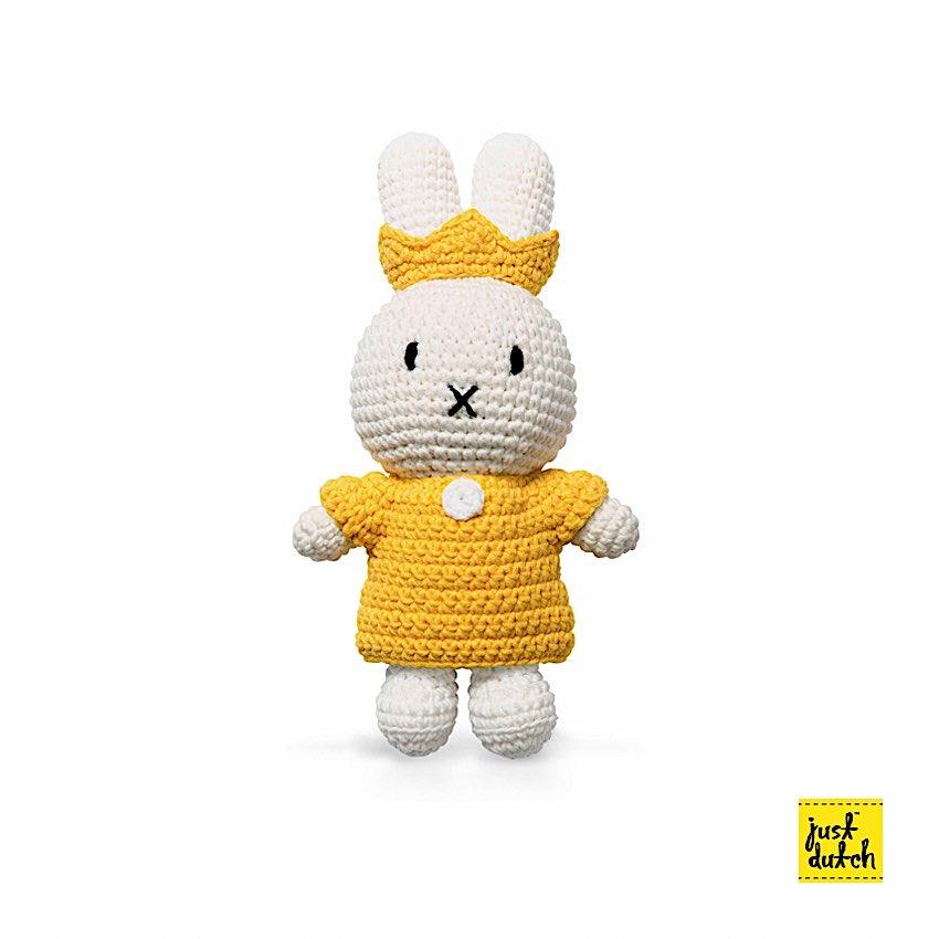 Miffy Royal - Just Dutch - Miffy est LE doudou rêvé pour vos enfants. Ses différents vêtements en font autant de personnages. Vous l'adorez? Nous aussi, elle à bien mérité une couronne.