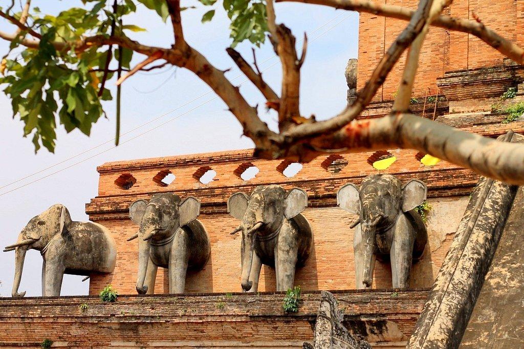 Wat Chedi Luang - restored elephant statues