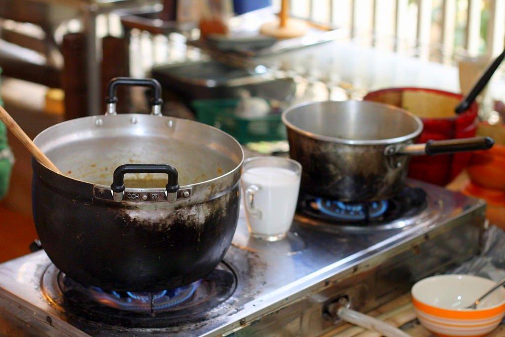 Ann's Thai cooking class - cooking Thai dishes