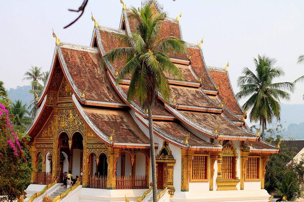 the golden Wat Mai Suwannaphumaham