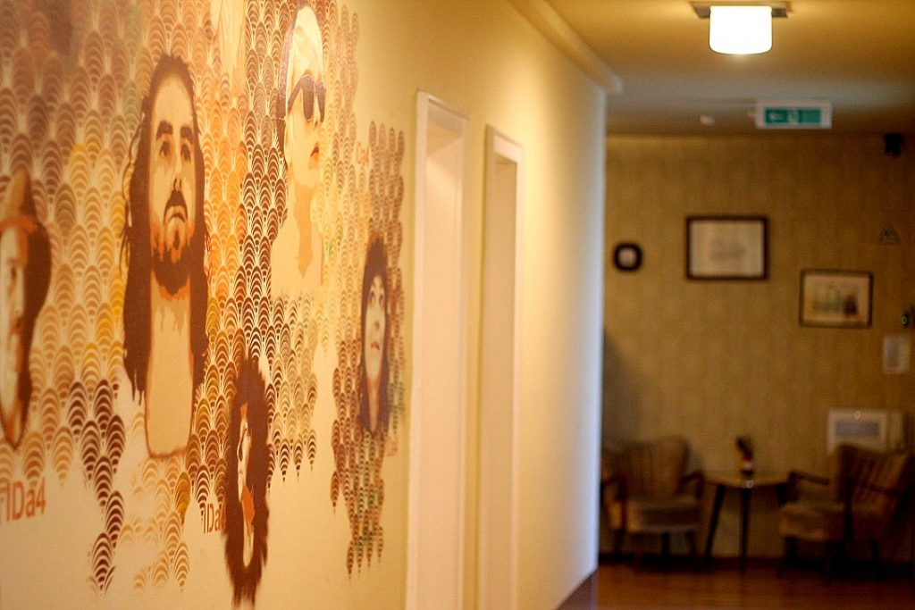 hallway-mural-at-die-wohngemeinschaft-hostel