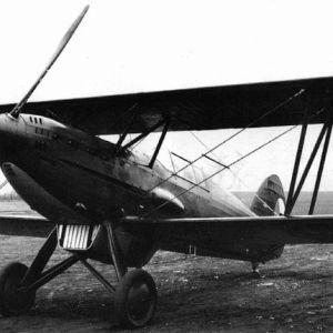 Maquetas hechas - avia-bk-534 Vista frontal lateral foto bn