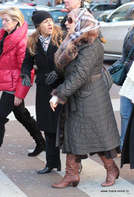 Что носят женщины и девушки в Милане Италии зимой 2013 ...